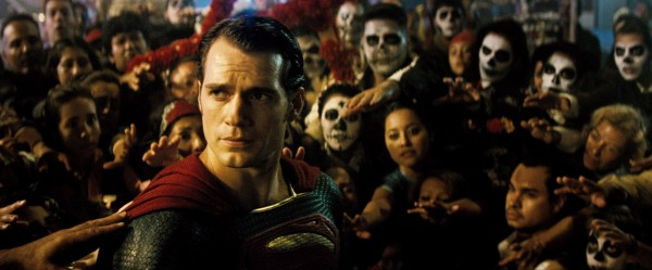 Incensado como Deus, Superman é adorado por mjuitos