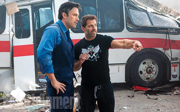 """Affleck bate aquele papo com o diretor Zack Snyder nos sets de """"Batman vs Superman"""" Foto: EW/reprodução"""
