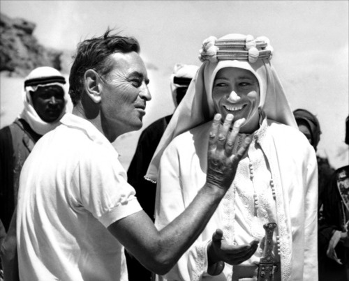 "David Lean orienta Laurence Olivier no set de ""Lawrence na Arábia"" (Foto: divulgação)"