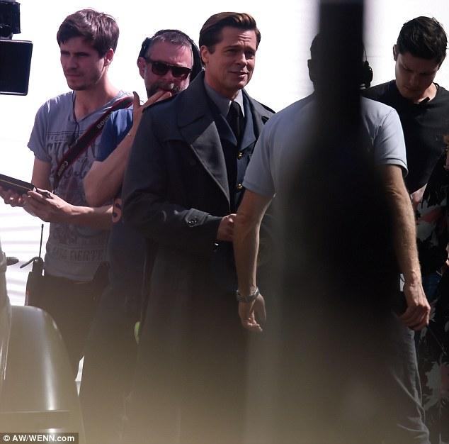 """Pitt nos sets de """"Allied"""" Fotos: Reprodução/Daily Mirror, divulgação"""