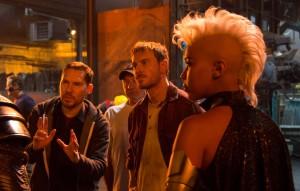 """Bryan Singer orienta os atores no set de """"X-Men: Apocalipse"""" (Foto: divulgação)"""
