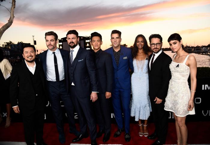 """O elenco de """"Star Trek: Sem Fronteiras"""" antes da exibição especial do filme no evento (Foto: Variey/reprodução)"""