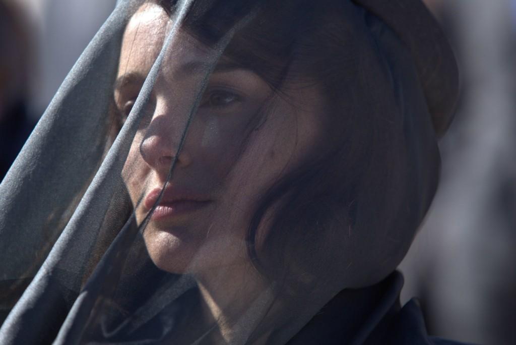 Natalie Portman em cena de Jackie