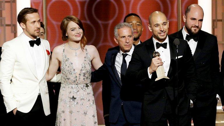 "Elenco e equipe de ""La La Land"" no palco do Globo de Ouro (Foto: NBC)"