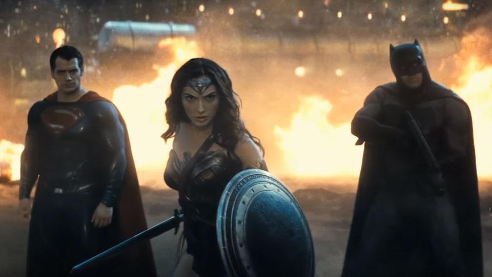 """Superman, Mulher-Maravilha e Batman em cena de """"Batman vs Superman"""" (Fotos: divulgação)"""