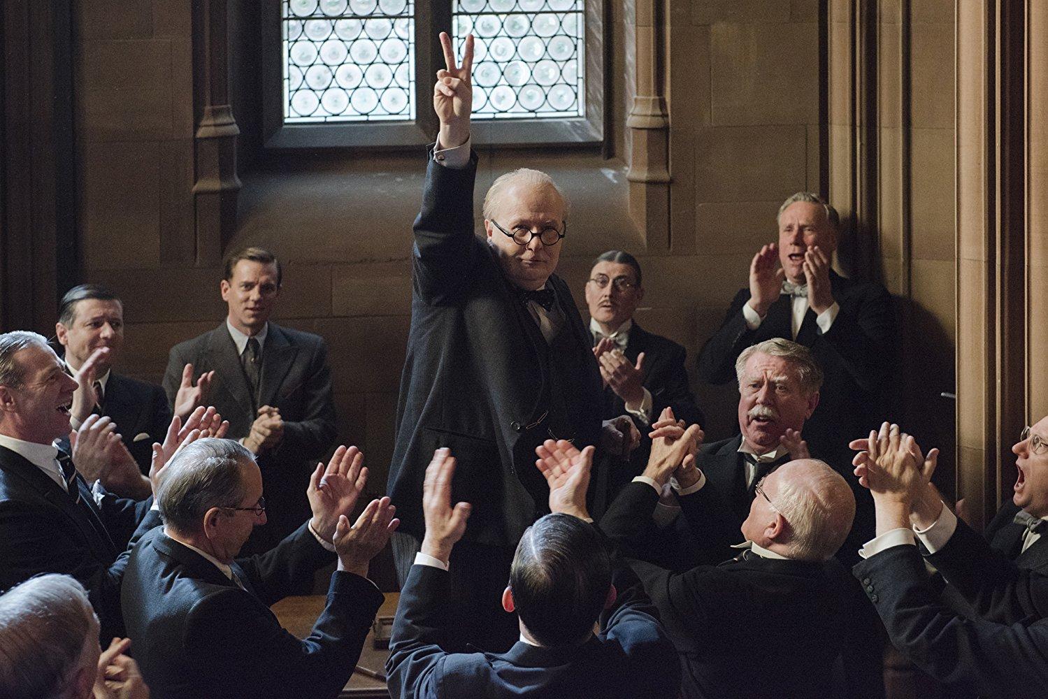Gary Oldman está exemplar como Winston Churchill em O Destino de uma Nação