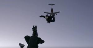 Tom Cruise e câmara man em salto impressionante para captar uma das cenas mais intensas e cheias de adrenalina do novo filme