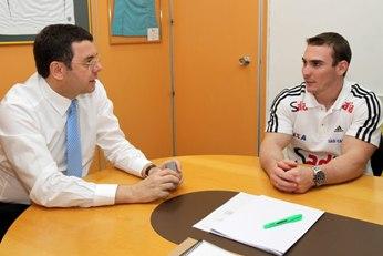 O secretário de Alto Rendimento, Ricardo Leyser, conversa com Arthur Zanetti