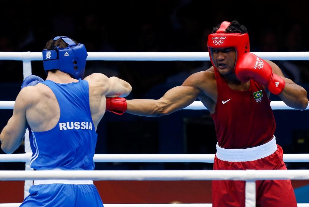 Yamaguchi Falcão  (de vermelho)  luta contra Egor Mekhontcev, da Russia, na disputa do bronze em Londres