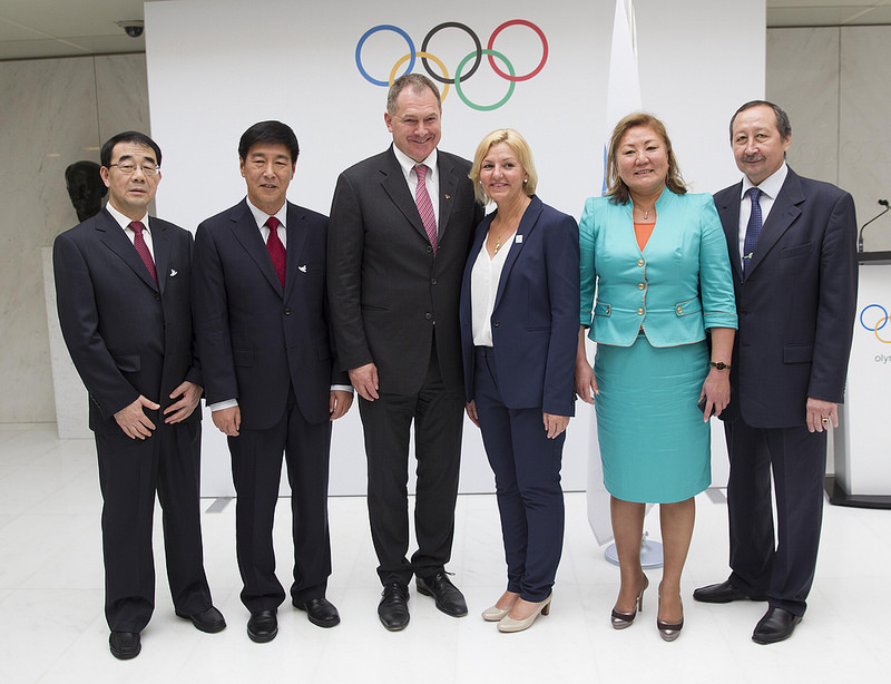 Integrantes das candidaturas de Pequim, Oslo e Almaty, após o anúncio para a corrida aos Jogos de Inverno de 2022