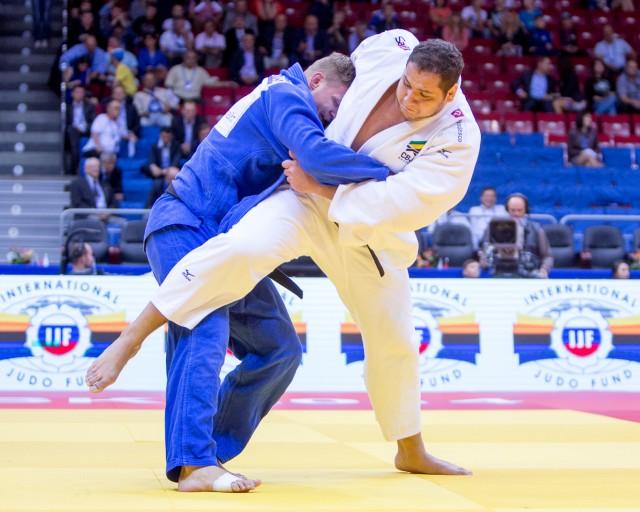 Rafael Silva (de branco), em ação no último Mundial da Rússia, será uma das estrelas do Desafio Brasil x Japão