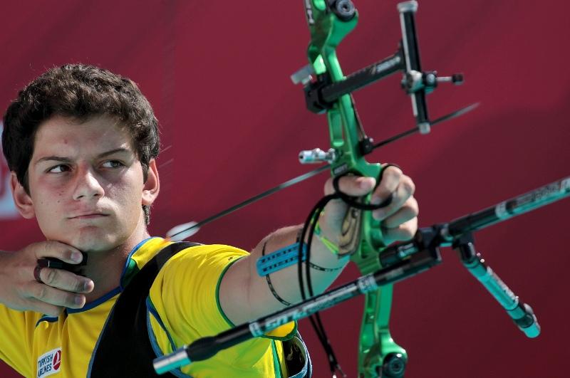 Com apenas 16 anos, Marcus Vinícius D'Almeida faturou de forma inédita a medalha de prata da  Copa do Mundo de tiro com arco