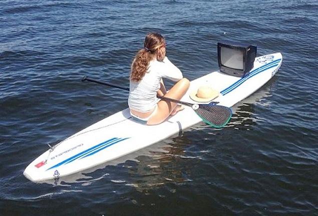 Marine Grael colocou em sua rede siocial no ano passado a imagem de um aprelho de TV que encontrou no meio da Baia