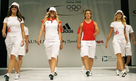 A moça forte ali de vermelho é a única atleta  o resto é modelo fcfcf6e72e182