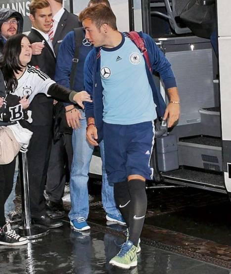 d0f3c3961d Mario Götze usa meião da Nike na seleção alemã