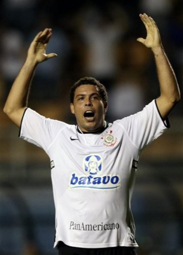 O atacante Ronaldo voltou a ter uma grande exibição com a camisa do  Corinthians. Ontem 11cc406f11e15