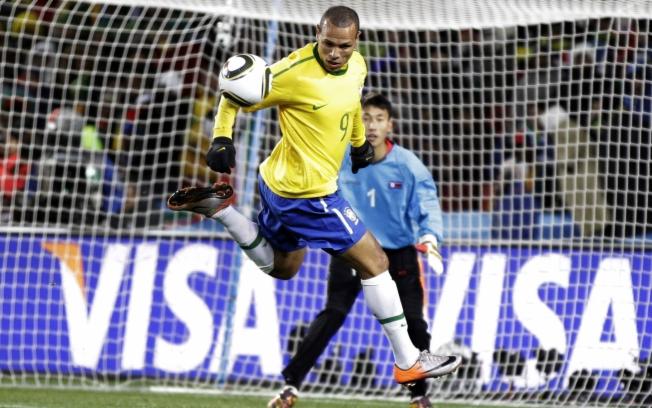 26f77c93a4 A expectativa de uma boa estreia da Seleção Brasileira na Copa do Mundo de  2010