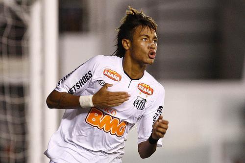 1293601aea O atacante Neymar cada vez mais vem fazendo história com a camisa do Santos.  Hoje