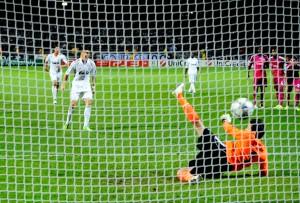 6ce7767ef5 Liga dos Campeões  Cristiano Ronaldo comanda a vitória do Real Madrid na  França