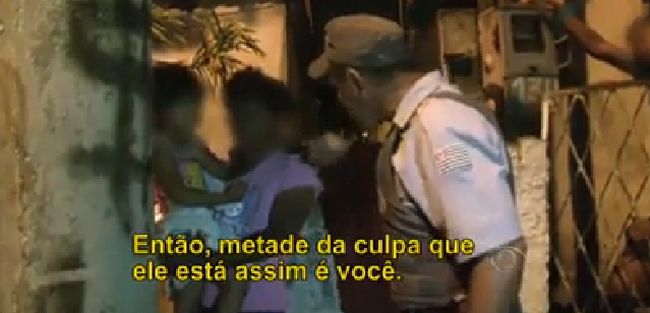policial_pagando