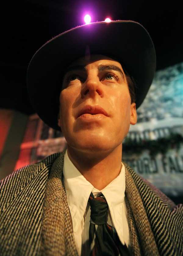 hollywood-stars-lifelike-wax-figures-38