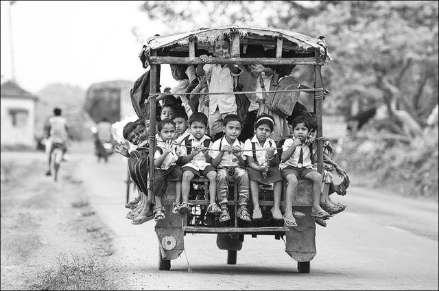 unbelievable_reallife_journeys_of_kids_travelling_to_school_640_14