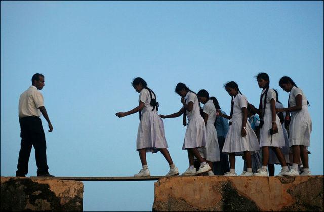 unbelievable_reallife_journeys_of_kids_travelling_to_school_640_17