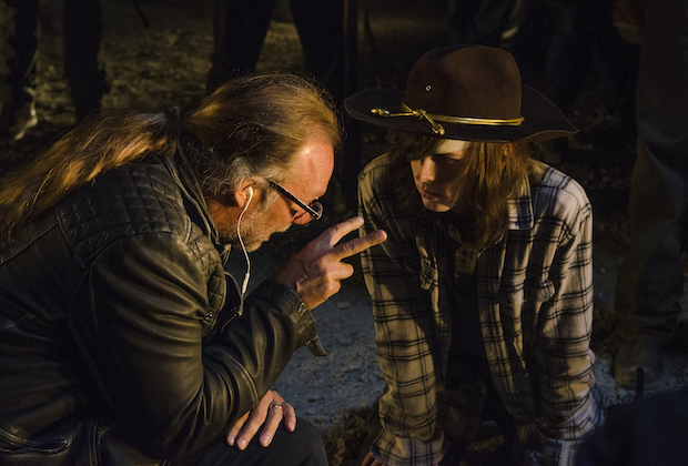 >>> NOT TO BE USED UNTIL 10/24/16 at 1:00 AM EST <<< BTS, Executive Producer Greg Nicotero, Chandler Riggs as Carl Grimes - The Walking Dead _ Season 7, Episode 1 - Photo Credit: Gene Page/AMC