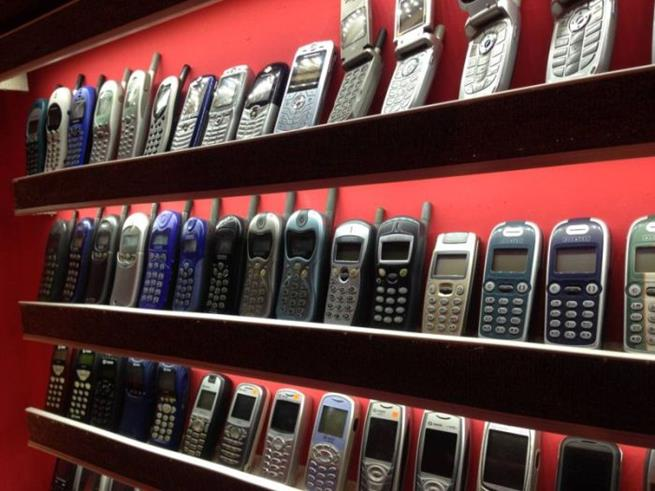 collector_of_mobile_phones_02