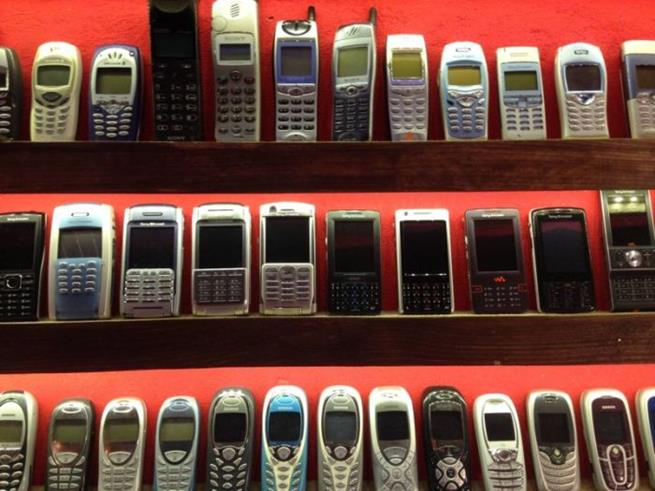 collector_of_mobile_phones_03