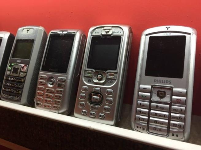 collector_of_mobile_phones_09