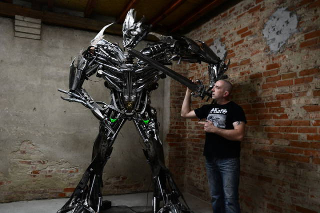 scrap_metal_comes_to_life_in_this_artists_hands_640_02