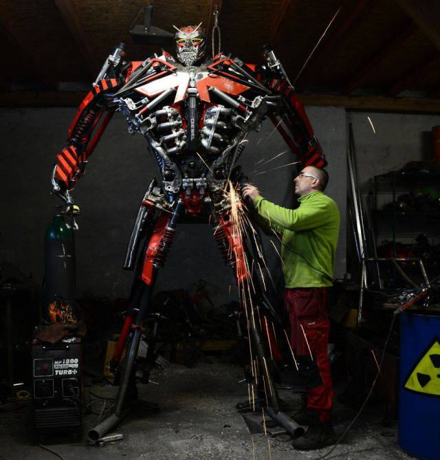 scrap_metal_comes_to_life_in_this_artists_hands_640_high_01